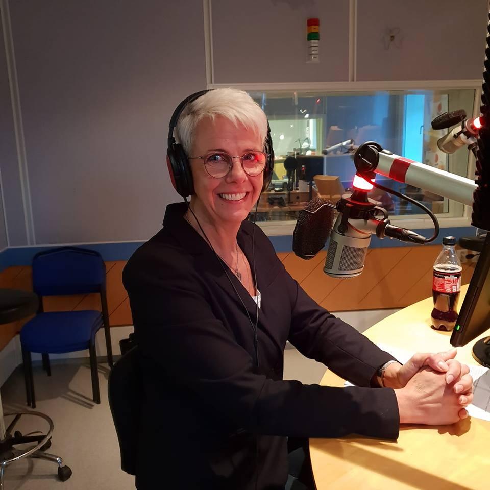 Gunnel Ryner i radiostudio